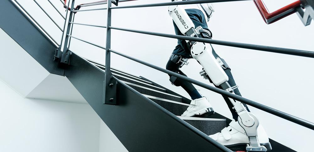 サイバーダイン社、医療用ロボットスーツHAL(ハル)のレンタル事業を開始