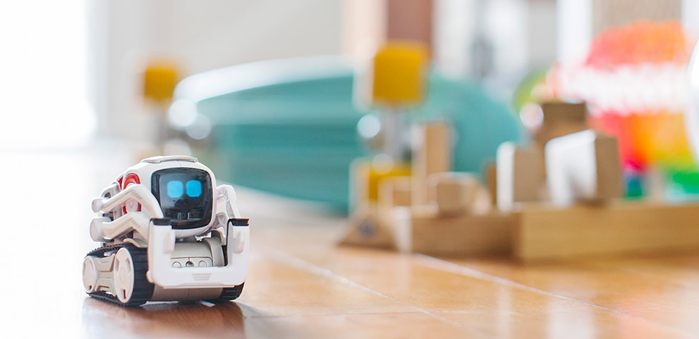 感情表現豊かな小型AIロボット「COZMO」9月発売|タカラトミー